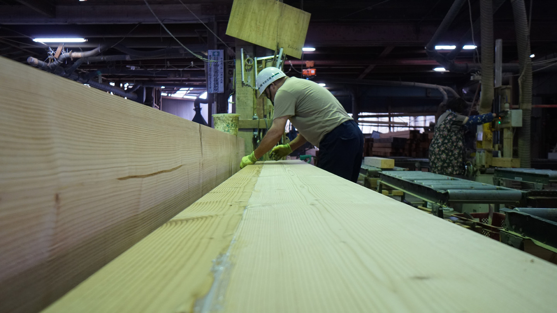 デザインプレカット工場での加工の技術