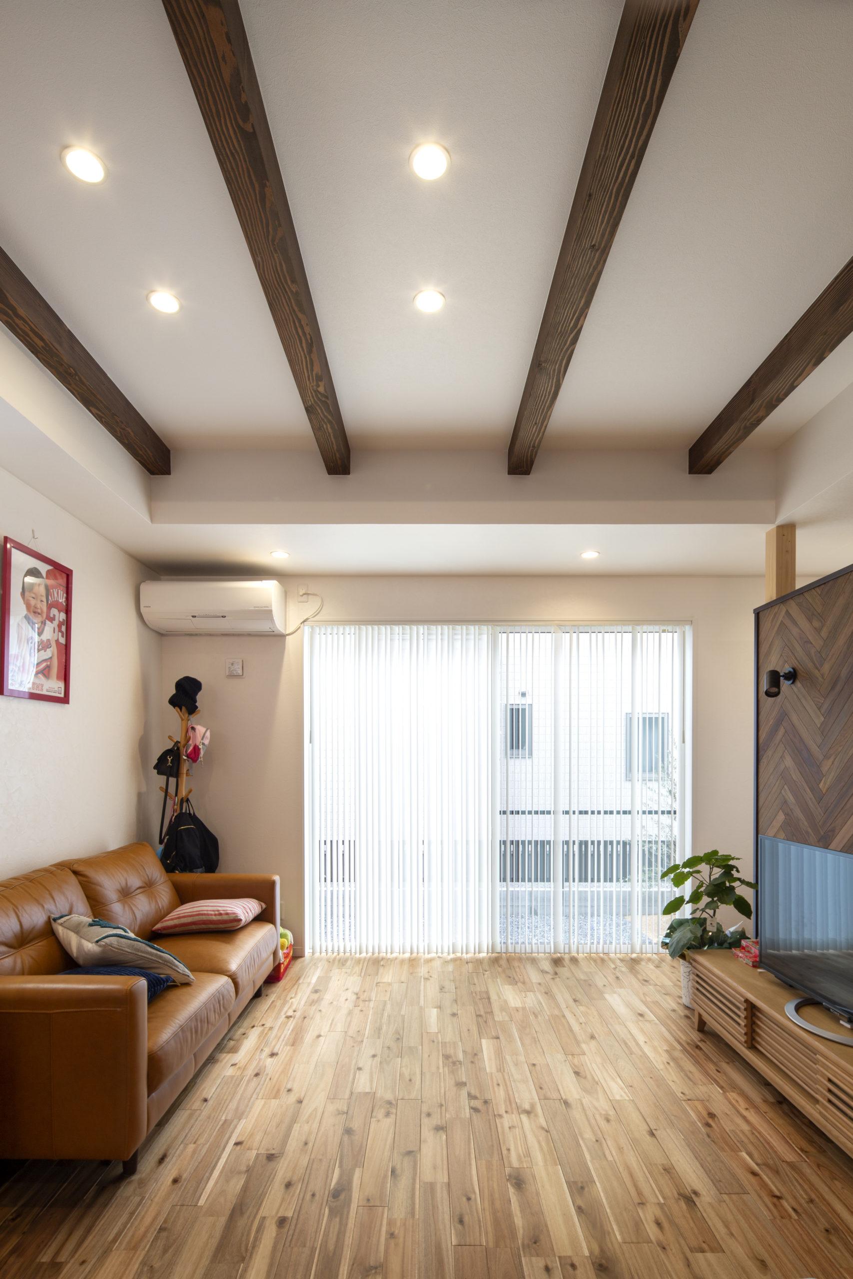福山市の注文住宅|今井住建の施工事例ギャラリー「かっこよく見せたいならバーチカルブラインド」