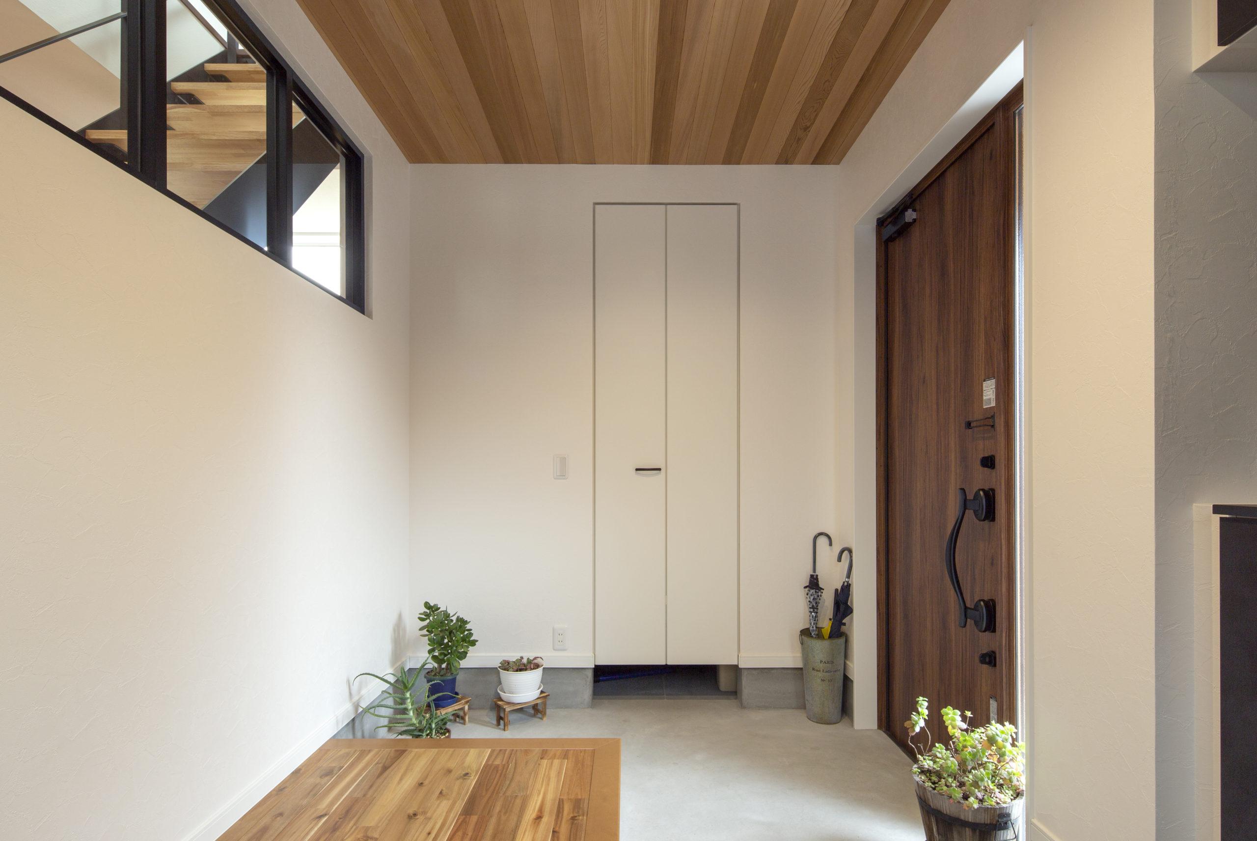 福山市の注文住宅|今井住建の施工事例ギャラリー「木目×白×黒は定番です」