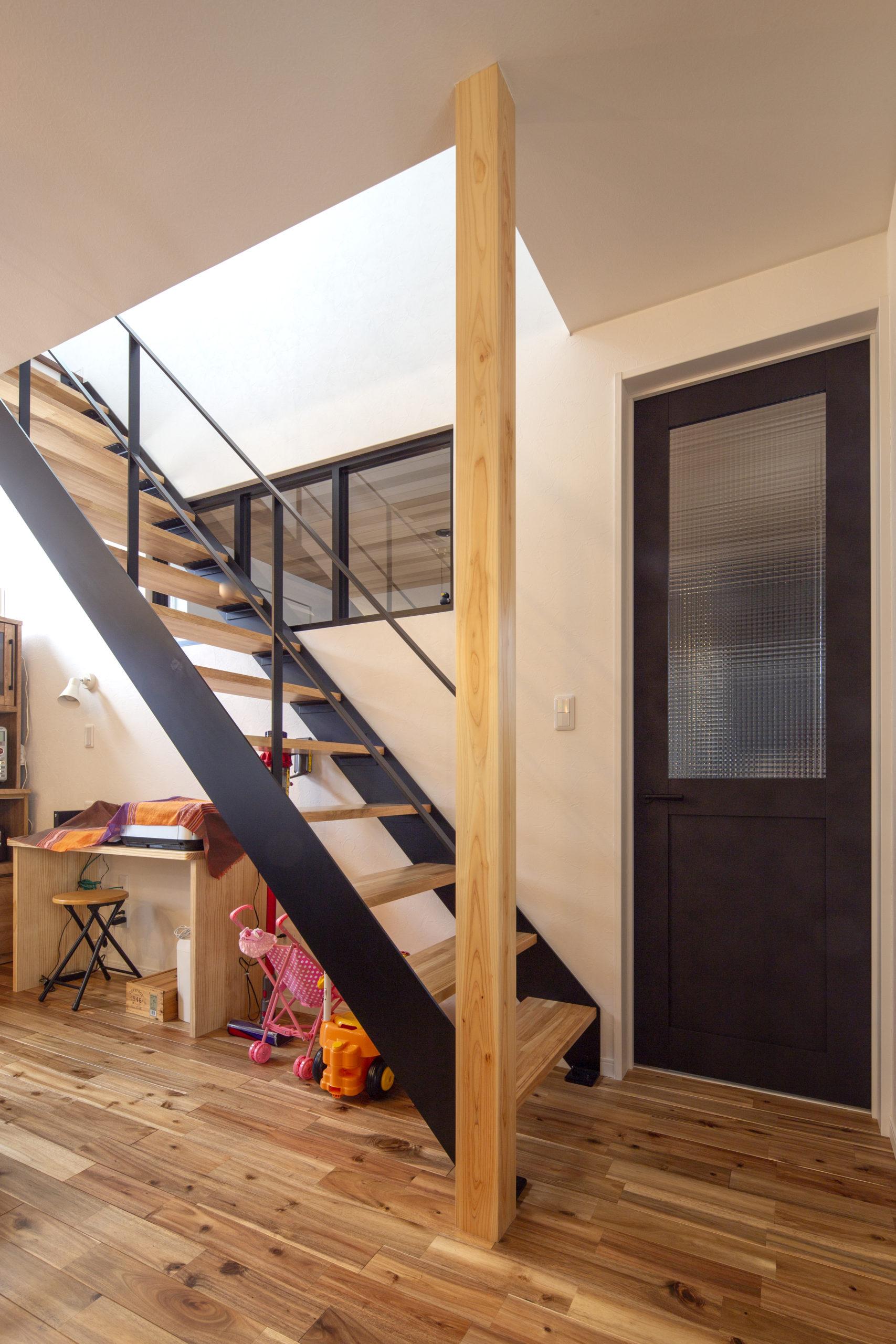 福山市の注文住宅|今井住建の施工事例ギャラリー「玄関の人の気配を感じられるLDK」