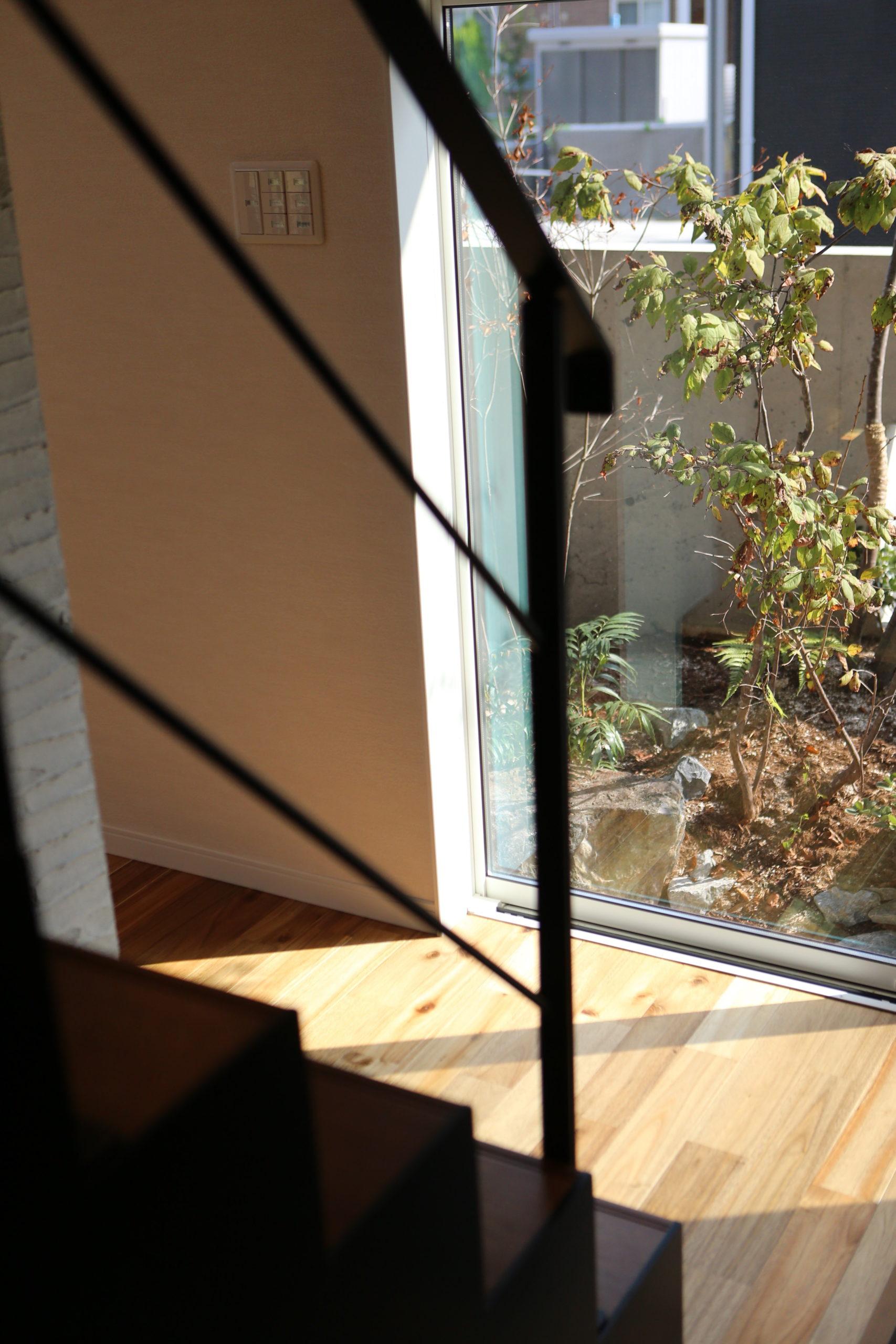福山市の注文住宅|今井住建の施工事例ギャラリー「窓からのぞく緑にほっとと一息」