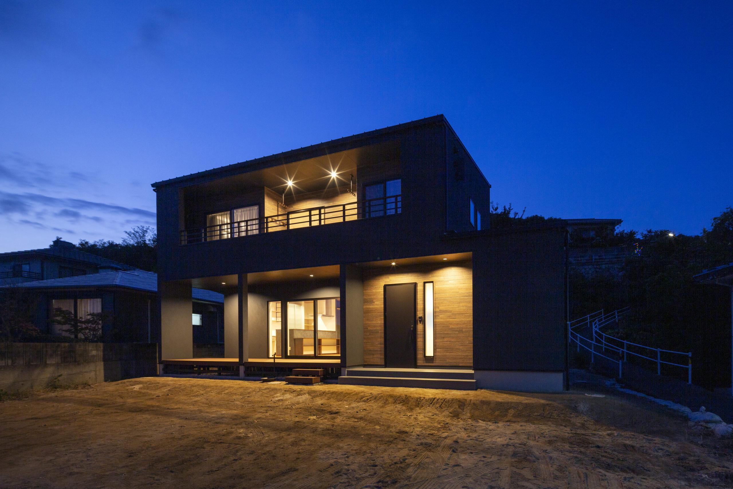 福山市の注文住宅|今井住建の施工事例ギャラリー「夜の外観もしっかり設計します」