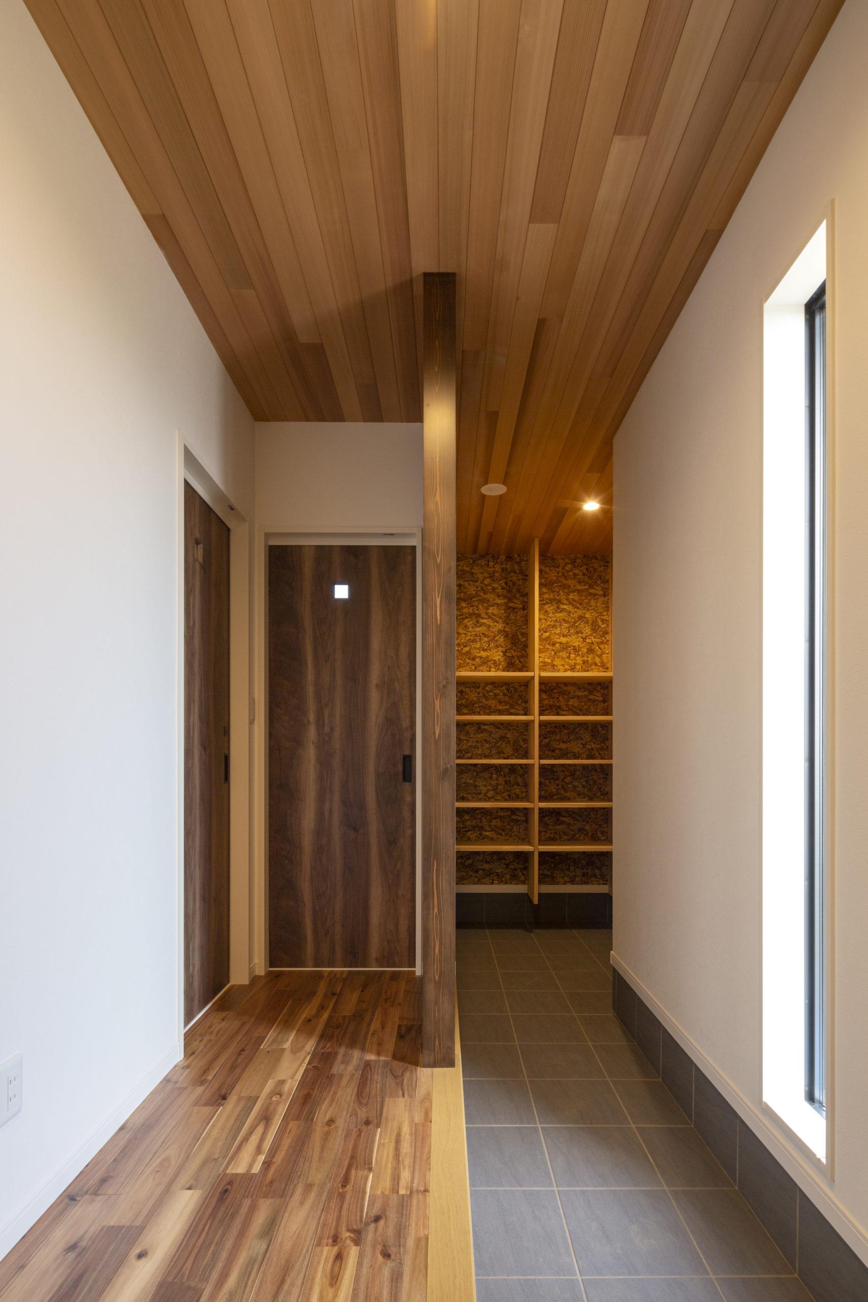 福山市の注文住宅|今井住建の施工事例ギャラリー「スタイリッシュなSCには天井羽目板が◎」