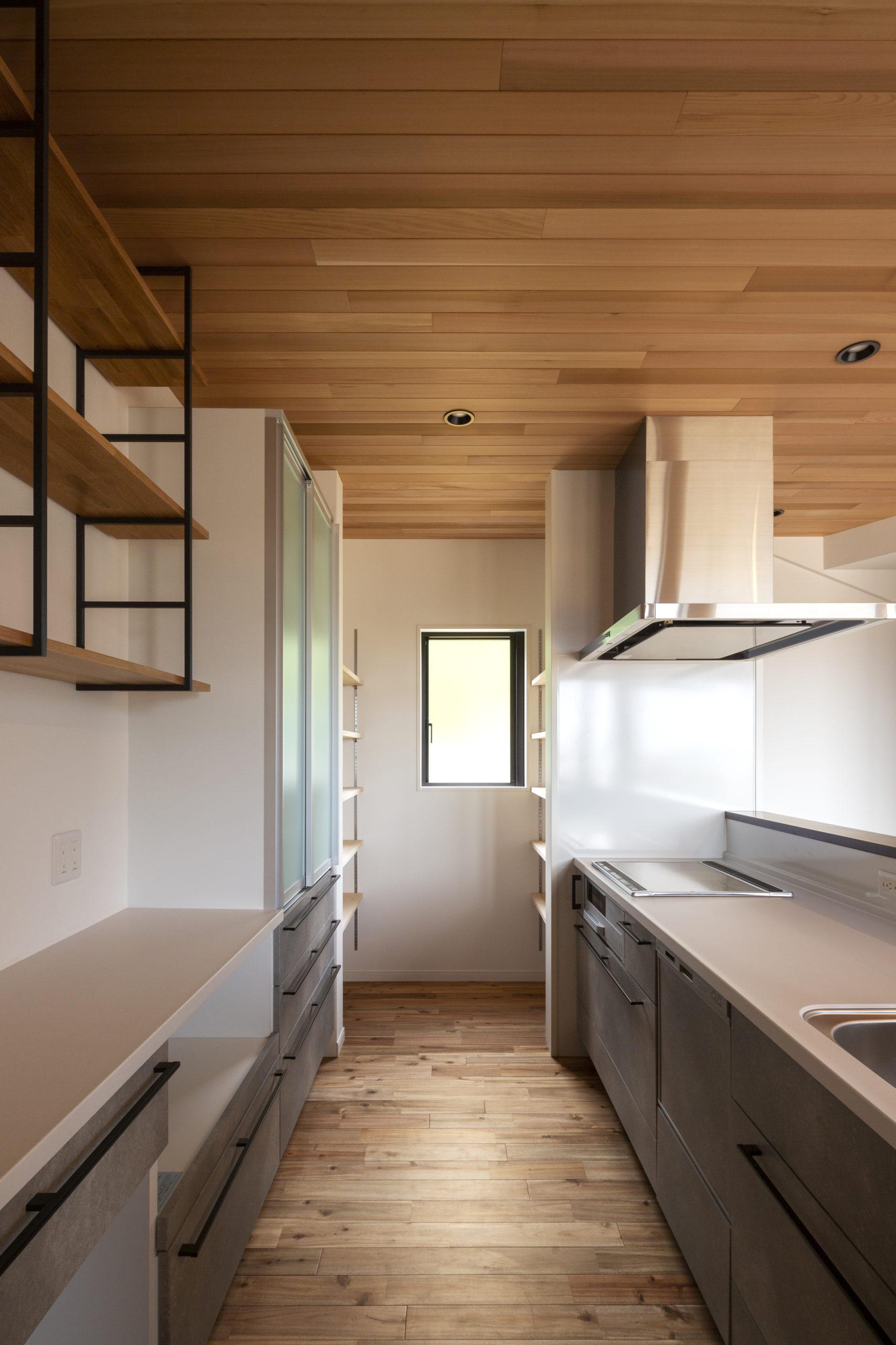 福山市の注文住宅|今井住建の施工事例ギャラリー「木目×グレーでスタイリッシュなキッチンへ」