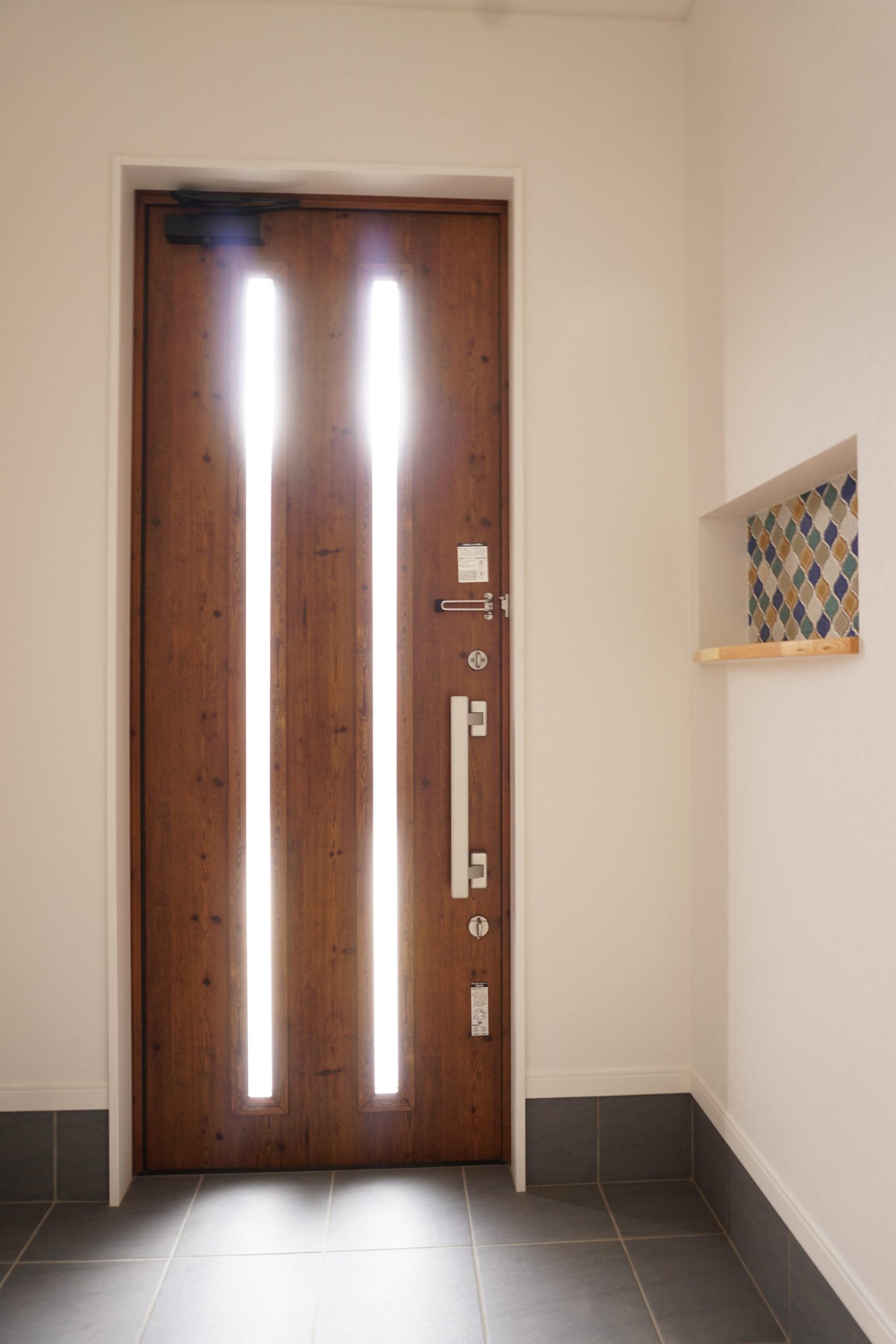 福山市の注文住宅|今井住建の施工事例ギャラリー「玄関横のニッチは空間のアクセントに」