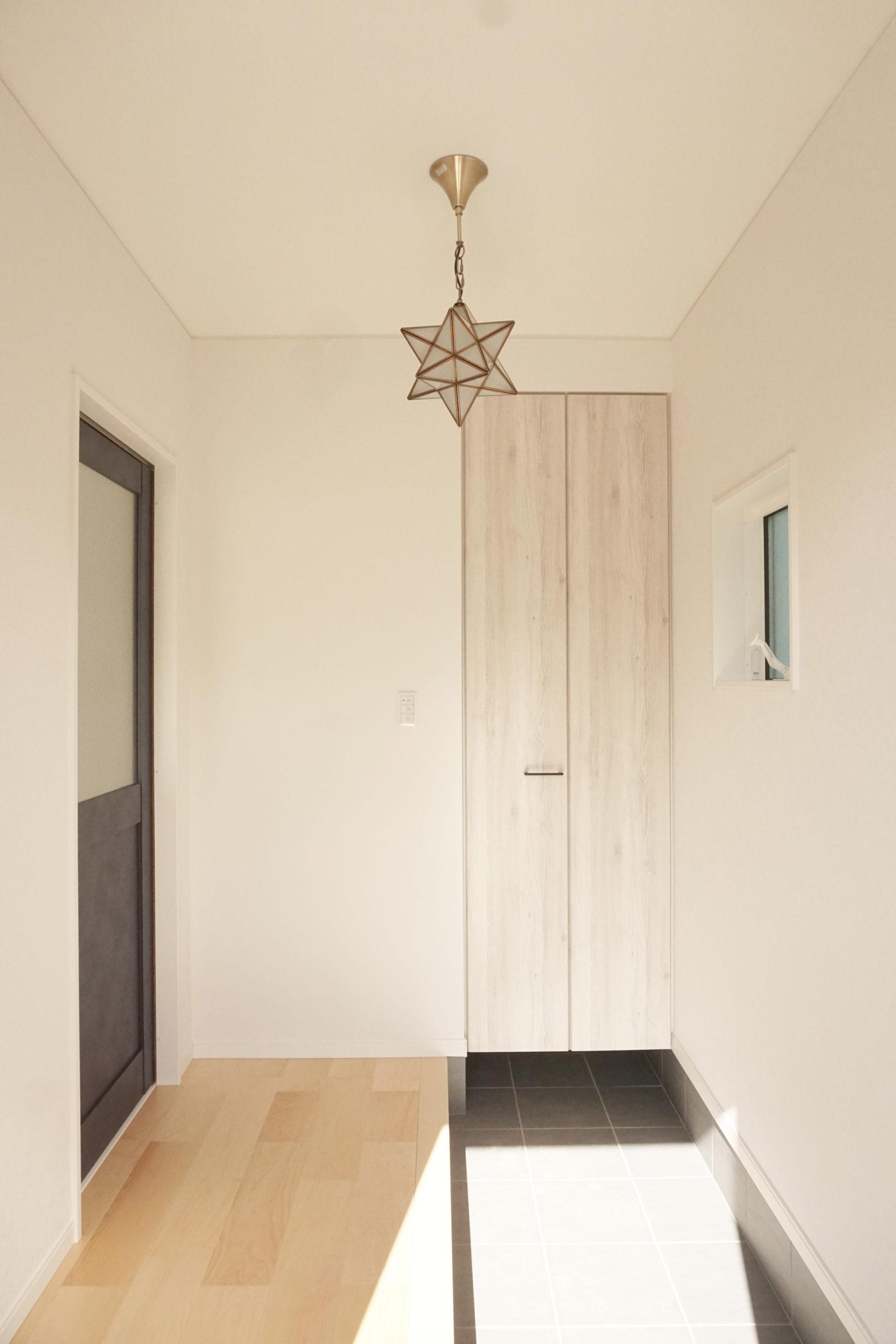 福山市の注文住宅|今井住建の施工事例ギャラリー「玄関横のSCは便利ですよね」
