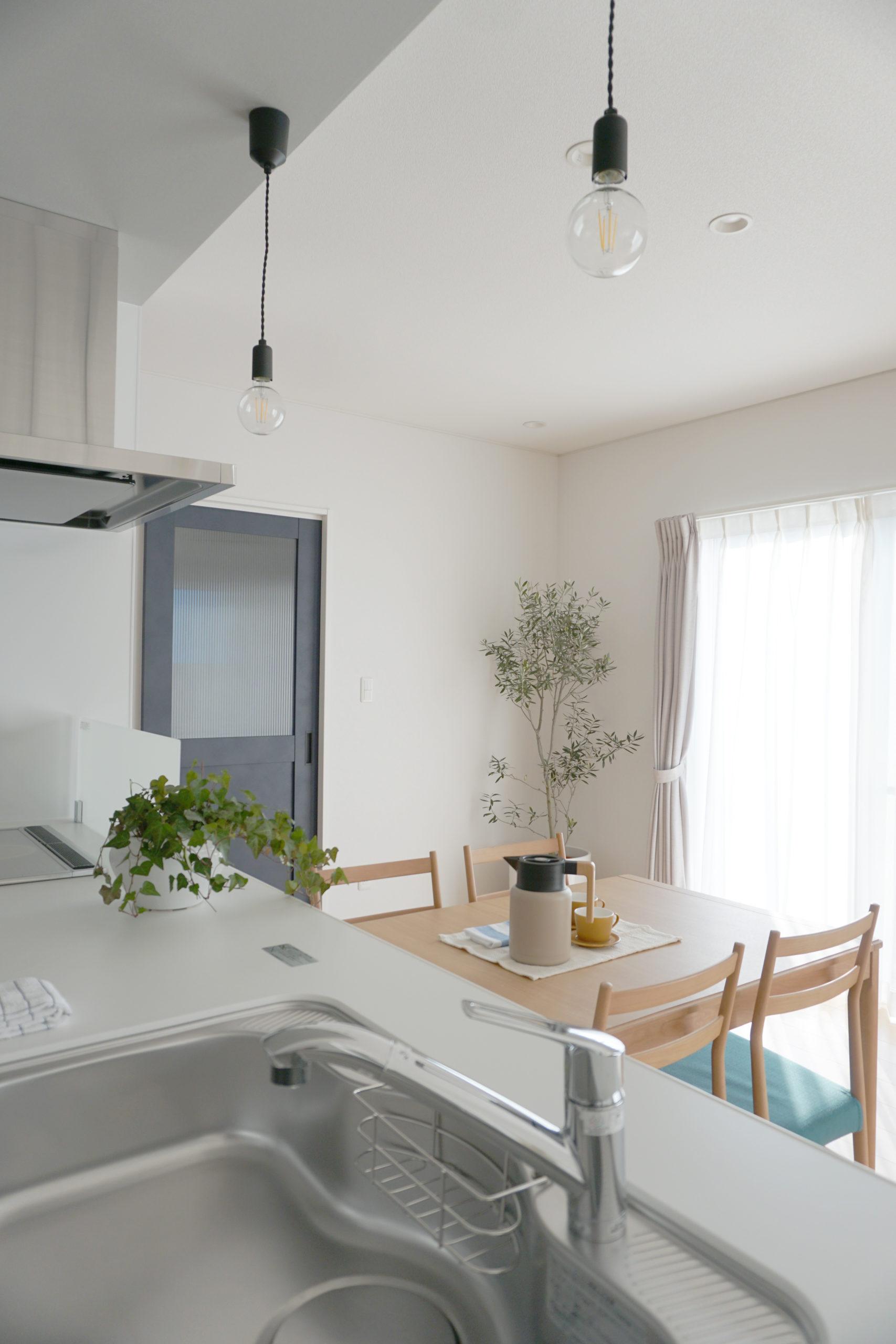 福山市の注文住宅|今井住建の施工事例ギャラリー「対面式キッチンは会話も料理も楽しみながら」
