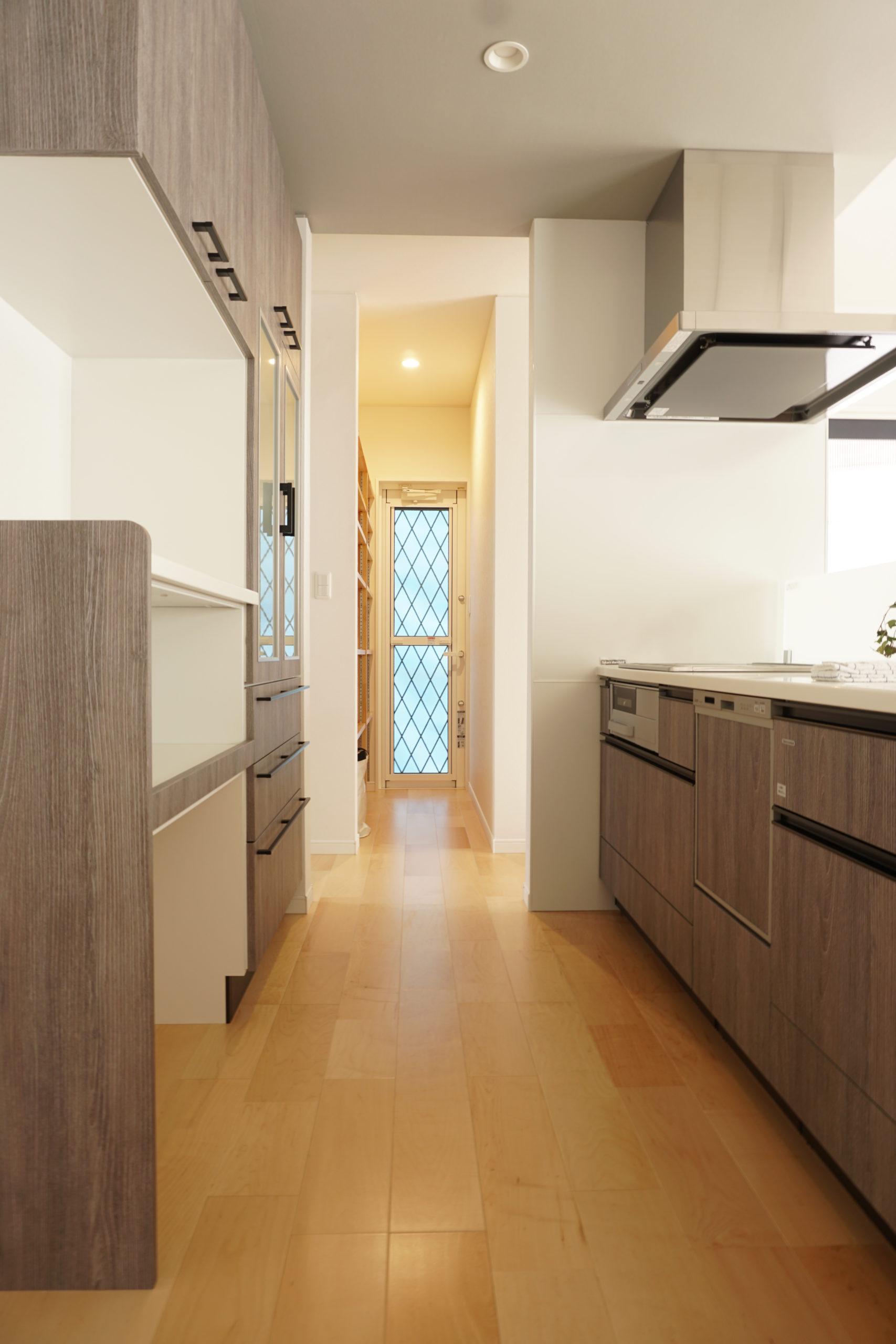 福山市の注文住宅|今井住建の施工事例ギャラリー「キッチン横にパントリーの間取りは◎」