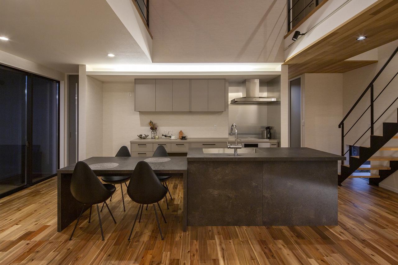33坪の広がりのある家のDining Kitchen