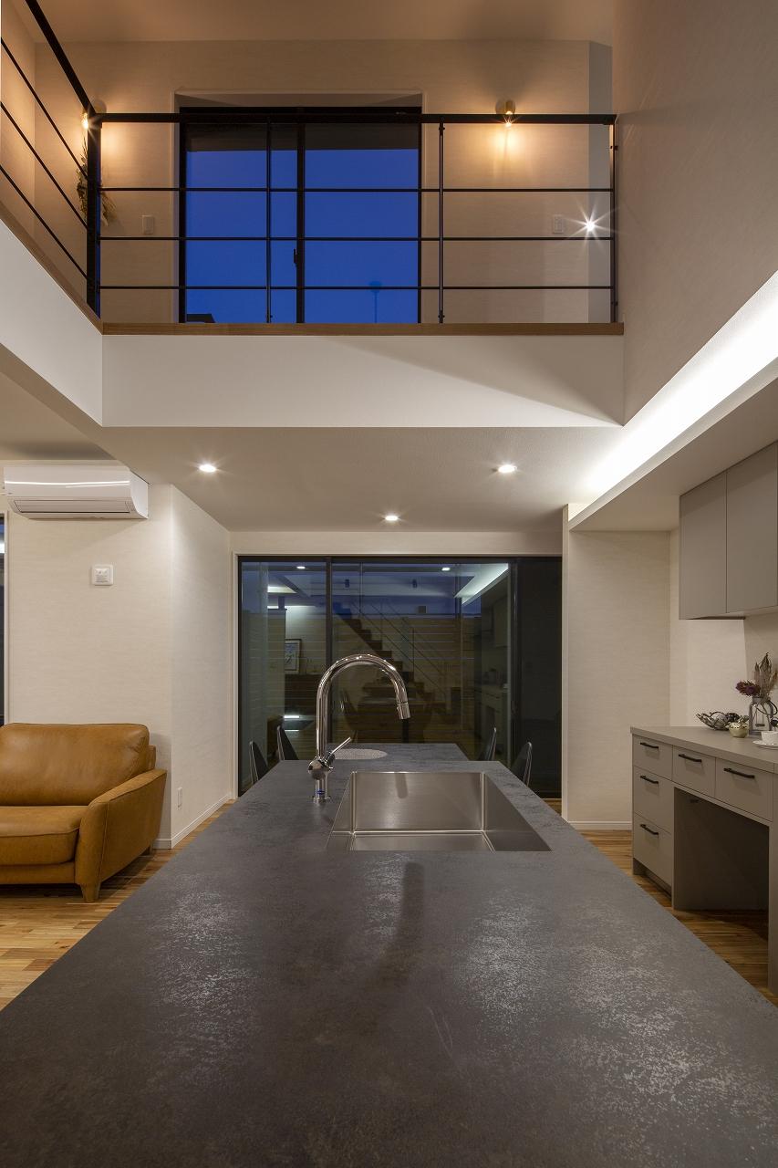 福山市の注文住宅|今井住建の施工事例ギャラリー「GRAFTECTのキッチンが空間のアクセントに」