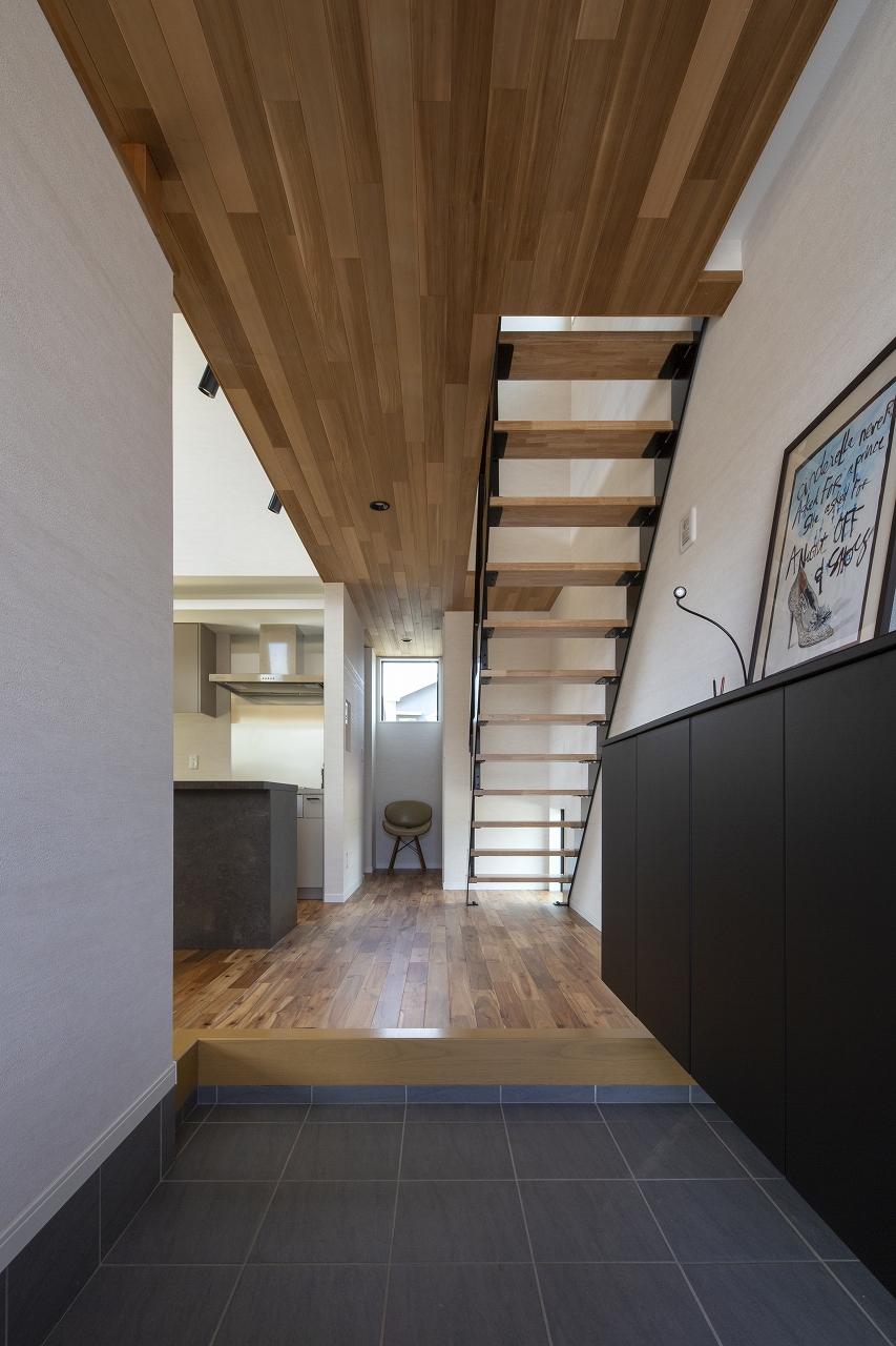 福山市の注文住宅|今井住建の施工事例ギャラリー「広がりを感じられるアイアン階段」