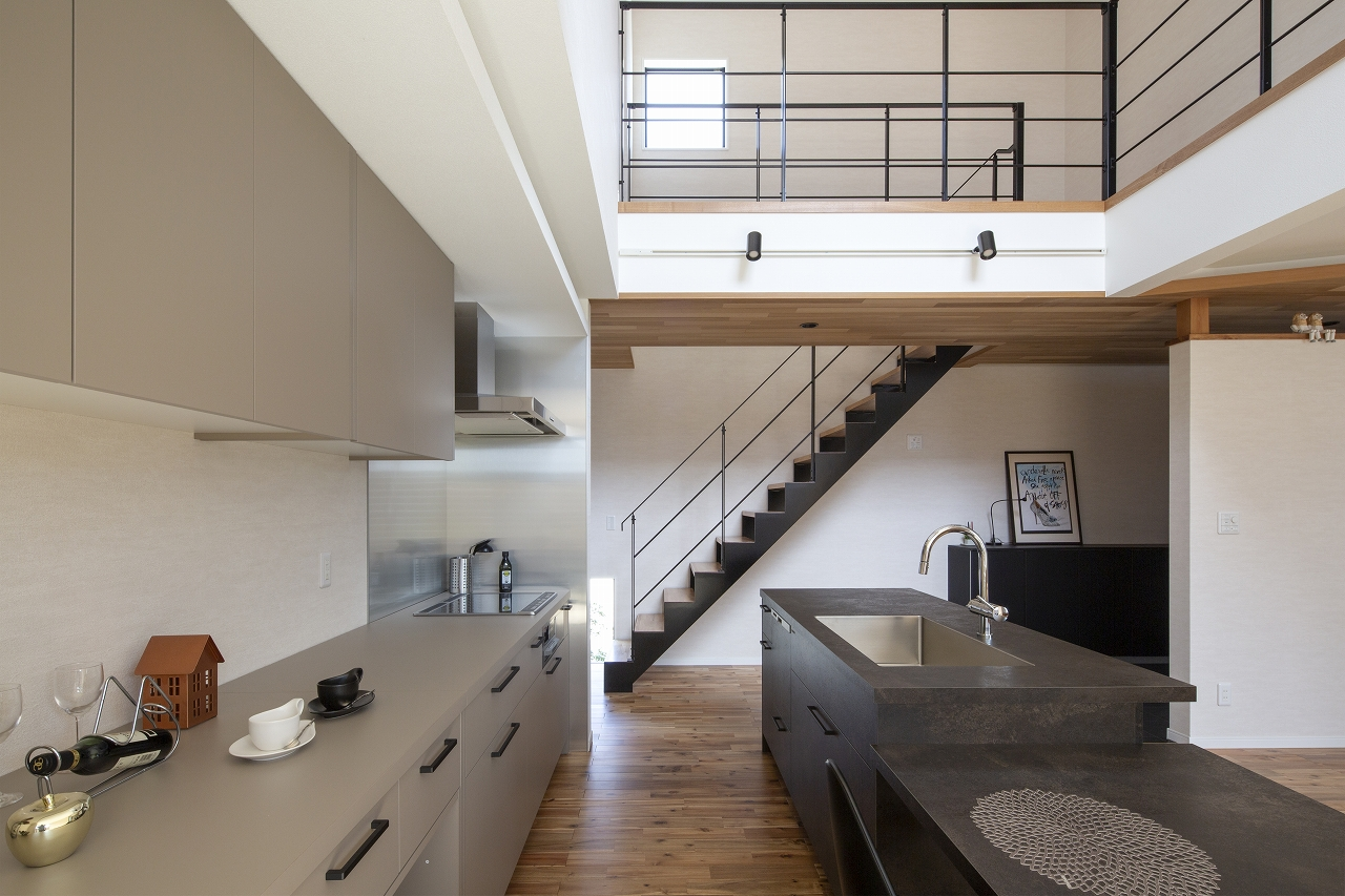 福山市の注文住宅|今井住建の施工事例ギャラリー「キッチンは落ち着いた色をチョイス」