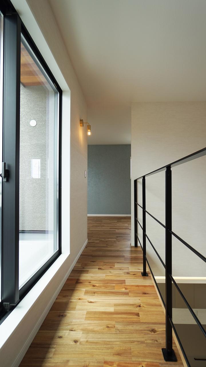 福山市の注文住宅|今井住建の施工事例ギャラリー「アイアン階段の手すりは物干しにも◎」
