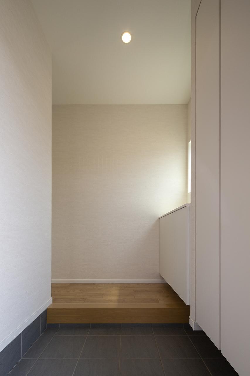 福山市の注文住宅|今井住建の施工事例ギャラリー「玄関はシンプルに」