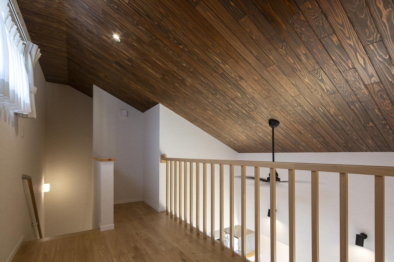 福山市の注文住宅|今井住建の施工事例ギャラリー「リビングをぐっと明るくさせる中二階の窓」