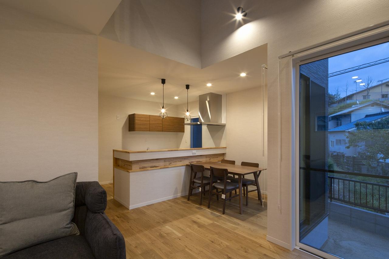 福山市の注文住宅|今井住建の施工事例ギャラリー「来客の際にも慌てることのない、手元が見えないキッチンが良いですよね。」